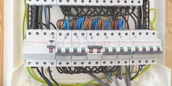 Elektriciteitskast installeren