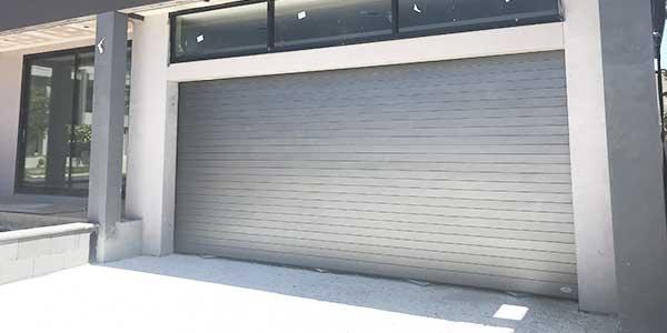 Metalen garagepoorten