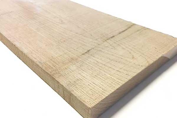 Massief hout als materiaal voor een dressing op maat