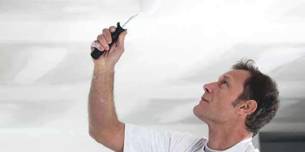 Plafond schilderen met acrylaatverf