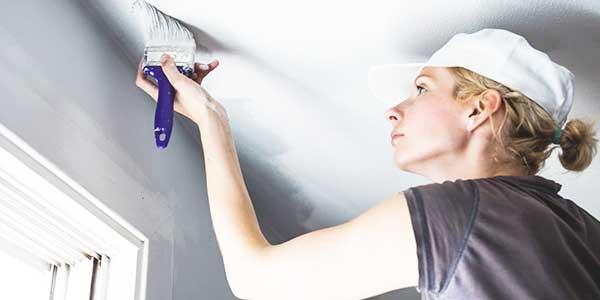Plafond schilderen met latexverf