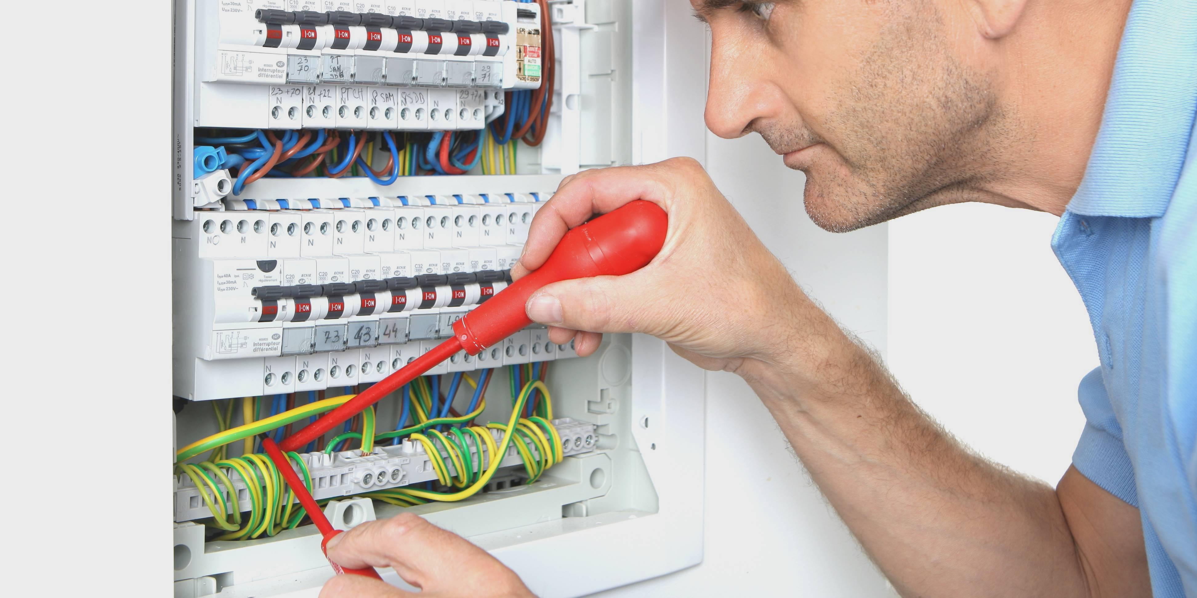 elektriciteitskast aansluiten