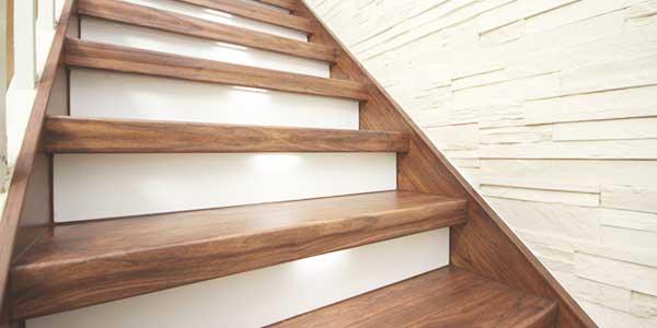 Trappen: voorbeeld van een houten trap